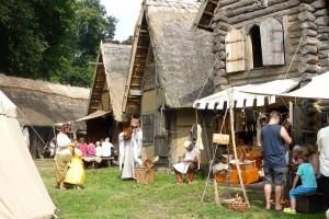 """Im Freilichtmuseum Castrum Turglowe in Torgelow wird das Mittelalter lebendig. Foto: djd/Tourismusverein """"Stettiner Haff"""" e.V./FEG Pasewalk"""