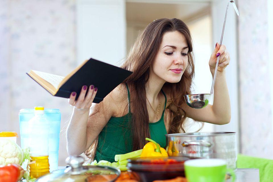 Lieber frisch: Verarbeitete Lebensmittel und Fertigprodukte enthalten häufig viele Transfette. Foto: djd/www.sojola.de/shutterstock