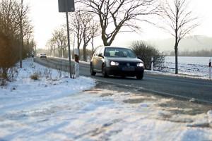 Die meisten Autofahrer sind von den eigenen Fähigkeiten überzeugt - gerade bei widrigen Wetterverhältnissen merkt man aber schnell, dass Trainings sinnvoll wären.Foto: djd/DVR