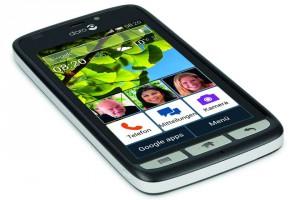Smartphones für Senioren zeichnen sich durch einfache Bedienung über einen großen, übersichtlichen Bildschirm aus.Foto: djd/www.telekom.de