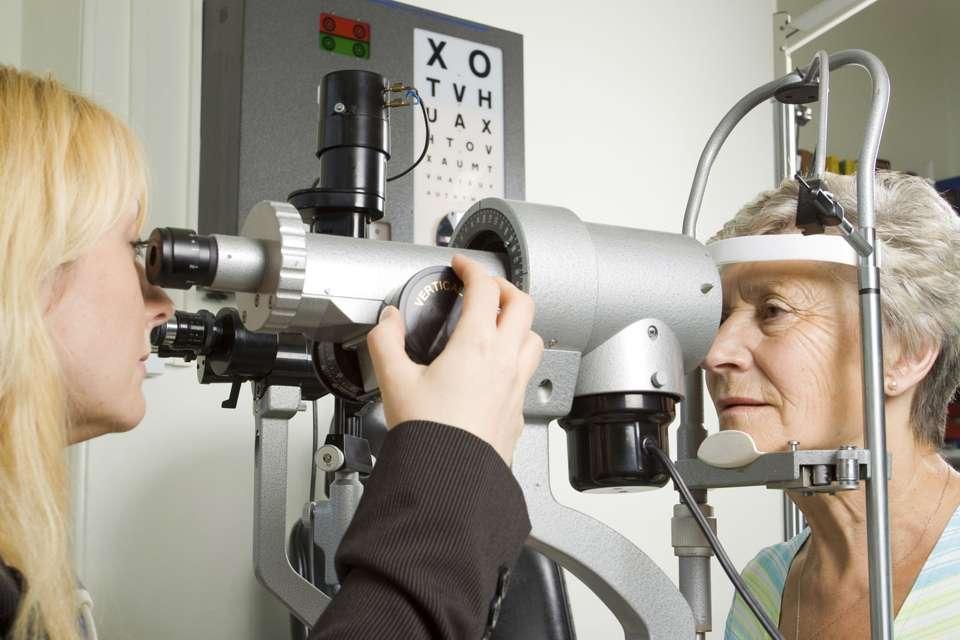 Das Thema Augengesundheit betrifft die meisten Bundesbürger, denn gesundes Sehen bedeutet ein hohes Maß an Lebensqualität. Foto: djd/Ergo Direkt Versicherungen/thx