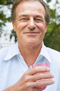 Wer unter einer Reizblase leidet, sollte trotzdem reichlich trinken. Denn mangelnde Flüssigkeitszufuhr kann das Problem verschlimmern. Foto: djd/Vesikur