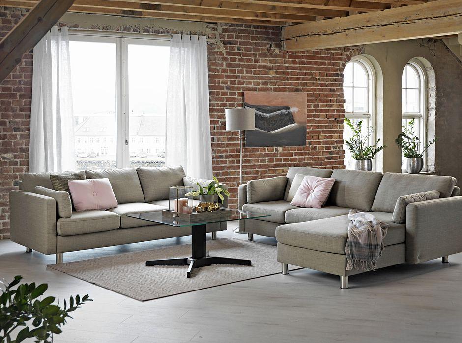 Mit eleganten Linien, hohen, schlanken Armlehnen und flexiblen Modulen lässt sich das Sofa E600 individuell zusammenstellen. Foto: djd/EKORNES