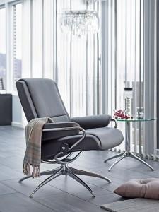 """Mit schlankem Profil und klaren Linien zitiert das neue Sesselmodell """"Paris"""" die Designklassiker der Geschichte. Foto: djd/EKORNES"""