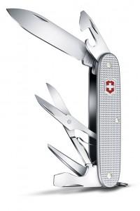 """Schere inklusive: Das neue """"Victorinox Pioneer X"""" bietet gleich neun praktische Funktionen. Erhältlich für 44 Euro (UVP). Foto: djd/Victorinox"""