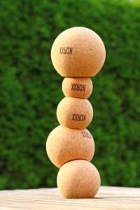Erhältlich sind die Korkkugeln im Fachhandel oder unter www.meinbaukasten.de. Foto: djd/PLES GmbH