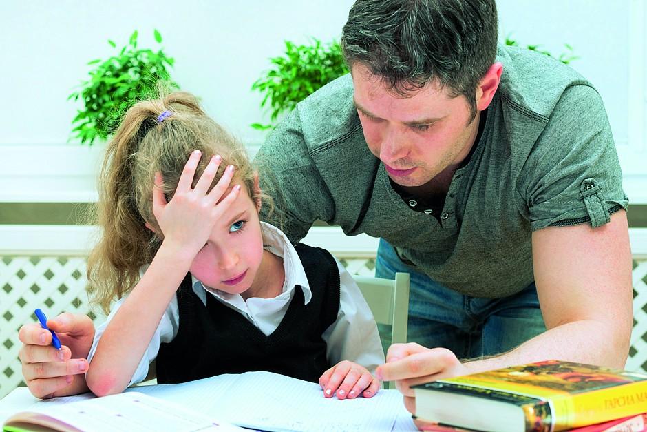 txn. Erwachsene funktionale Analphabeten müssen im Alltag viele Hürden überwinden. Bereits dem eigenen Kind bei den Hausaufgaben zu helfen wird zur Herausforderung. Foto: dmitrimaruta/Fotolia/randstad